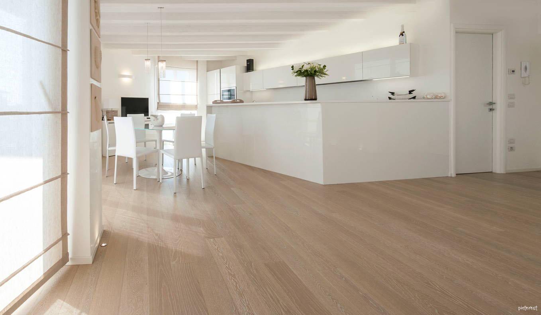 Cucina Con Pareti Color Tortora: Piastrelle color tortora tinta unita per pavimenti e rivestimenti.
